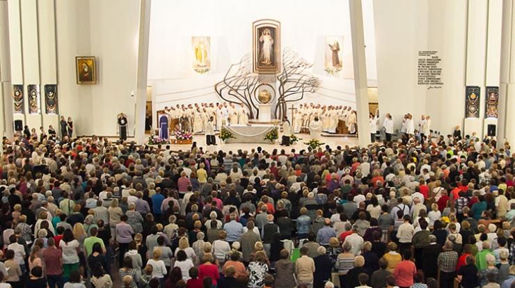 14. Czuwanie z Ojcem Pio w Łagiewnikach